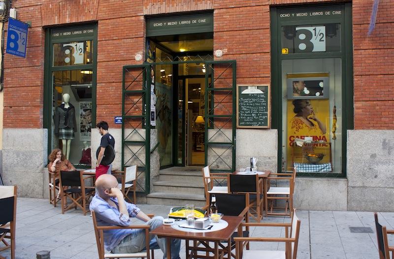 LIBRERÍA OCHO Y MEDIO MADRID cafetería