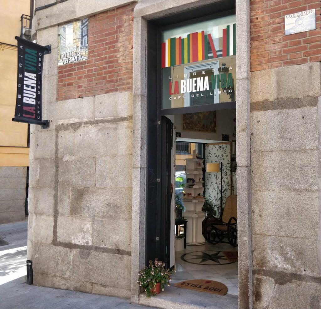 café del libro la buena vida cafetería librería madrid